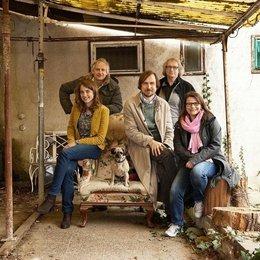 """Adèle Haenel, Regisseur Chris Kraus, Lars Eidinger und die Produzenten Danny Krausz und Kathrin Lemme (v.l.n.r.) am Set von """"Blumen von gestern"""" Poster"""