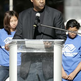 Denzel Washington / announces Jennifer Lopez will join him as National Spokesperson for Boys & Girls Club of America Poster