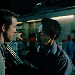 Safe House / Ryan Reynolds / Denzel Washington Poster