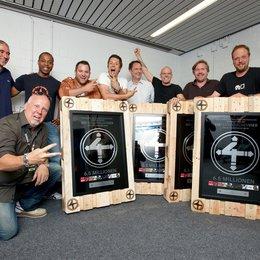 Die Fantastischen Vier erhielten von Sony Music einen Spezial-Award / Willy Ehmann, Carl Taylor, Patrick von Strenge, Michi Beck, Edgar Berger, Thomas D., And.Ypsilon und Smudo, vorn: Andreas Läsker Poster