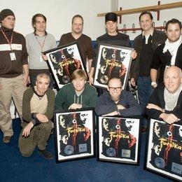 """Sony BMG ehrte die Fantastischen Vier mit Platin für """"Fornika"""" / Lasse Kahlo, Philip Ginthör, Smudo und Michi Beck, Edgar Berger, Patrick von Strenge, Willy Ehmann, And.Ypsilon und Thomas D, sowie Andreas Läsker Poster"""