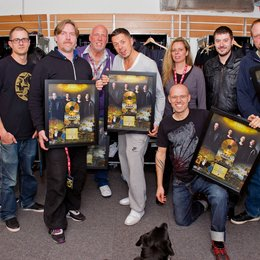 Sony Music Schweiz überreicht Gold an Die Fantastischen Vier / Denise Vogel, Thomas Businger, And.Ypsilon, Andreas Läsker, Michi Beck, Julie Born, Thomas D, Maurizio Dottore und Smudo Poster