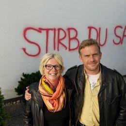 "Rita Falk und Sebastian Bezzel am ""Dampfnudelblues""-Set / Dampfnudelblues. Ein Eberhoferkrimi"