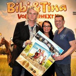 """Detlev Buck, Gabi Salomon und Peter Plate freuen sich über Mehrfach-Edelmetall für """"Bibi & Tina"""" (v.l.) Poster"""
