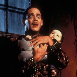 Die Addams Family in verrückter Tradition / Raul Julia Poster