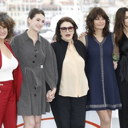 "schönsten Jahre eines Lebens, Die / (L-R) Souad Amidou, Tess Lauvergne, Anouk Aimee, Marianne Denicourt and Monica Bellucci at the photo call for ""The Best Years of a Life"" during the 72nd Cannes Film Festival at the Palais des Festivals on May 19, 2 Poster"