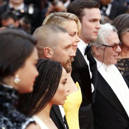 Eaton, Courtney / Kravitz, Zoë / Theron, Charlize / Hardy, Tom / Hoult, Nicholas / Miller, George / Sixel, Margaret / 68. Internationale Filmfestspiele von Cannes 2015 / Festival de Cannes Poster