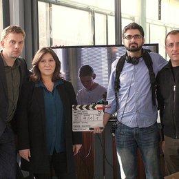 "Sebastian Bezzel, Eva Mattes, Regisseur Umut Dag und Kameramann Stefan Sommer am Set des Bodensee-Tatort ""Rebecca"" Poster"