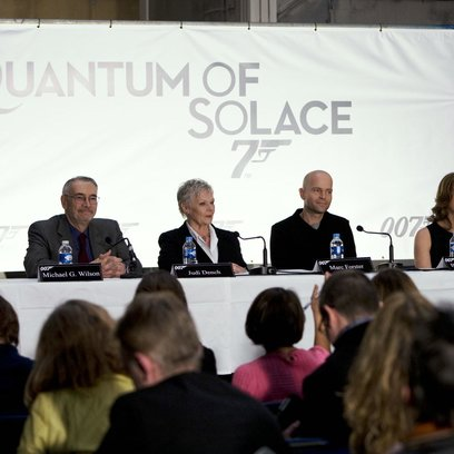 James Bond 007: Ein Quantum Trost / James Bond 007: Quantum of Solace / Pressekonferenz / Michael G. Wilson / Dame Judi Dench / Marc Forster / Barbara Broccoli Poster