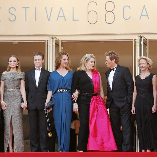 Pellerin, Fleur / Forestier, Sara / Paradot, Rod / Bercot, Emmanuelle / Deneuve, Catherine / Magimel, Benoît / Lescure, Pierre / 68. Internationale Filmfestspiele von Cannes 2015 / Festival de Cannes Poster