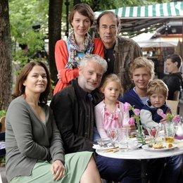 Julia Koschitz und Johannes Fabrick (hinten), Barbara Auer, Filip Peeters und die Filmkinder Emily Klose, Patrick Geller und Kilian Hupfauer. Poster