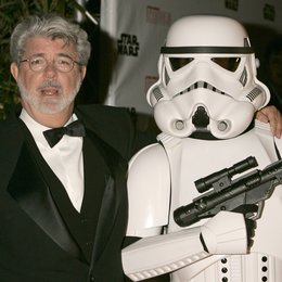 58. Filmfestival Cannes 2005 - Festival de Cannes / George Lucas mit Stormtrooper Poster