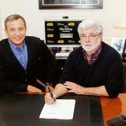 Disney erwirbt Lucasfilm / Bob Iger und George Lucas bei der Vertragsunterzeichnung Poster