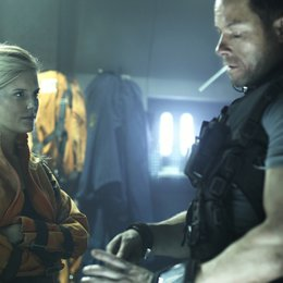 Lockout / Maggie Grace / Guy Pearce