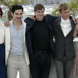 """Restless Filmteam"" / Bryce Dallas Howard / Gus van Sant / Henry Hopper / Mia Wasikowska / 64. Filmfestspiele Cannes 2011 Poster"