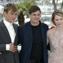 """""""Restless Filmteam"""" / Henry Hopper / Gus van Sant / Mia Wasikowska / 64. Filmfestspiele Cannes 2011 Poster"""