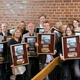 """Hape Kerkeling bekam Gold und Platin für die Audiobookversion von """"Ich bin dann mal weg"""" / Ebenso errang Hape Kerkeling mit """"Ein Mann, ein Fjord"""" Gold und den Hörbuch-Award des Buchpreises Corine Poster"""