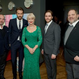 "Weltpremiere von ""The Woman in Gold"" in Berlin / Al Munteanu, Ryan Reynolds, Helen Mirren, Daniel Brühl und Harvey Weinstein Poster"