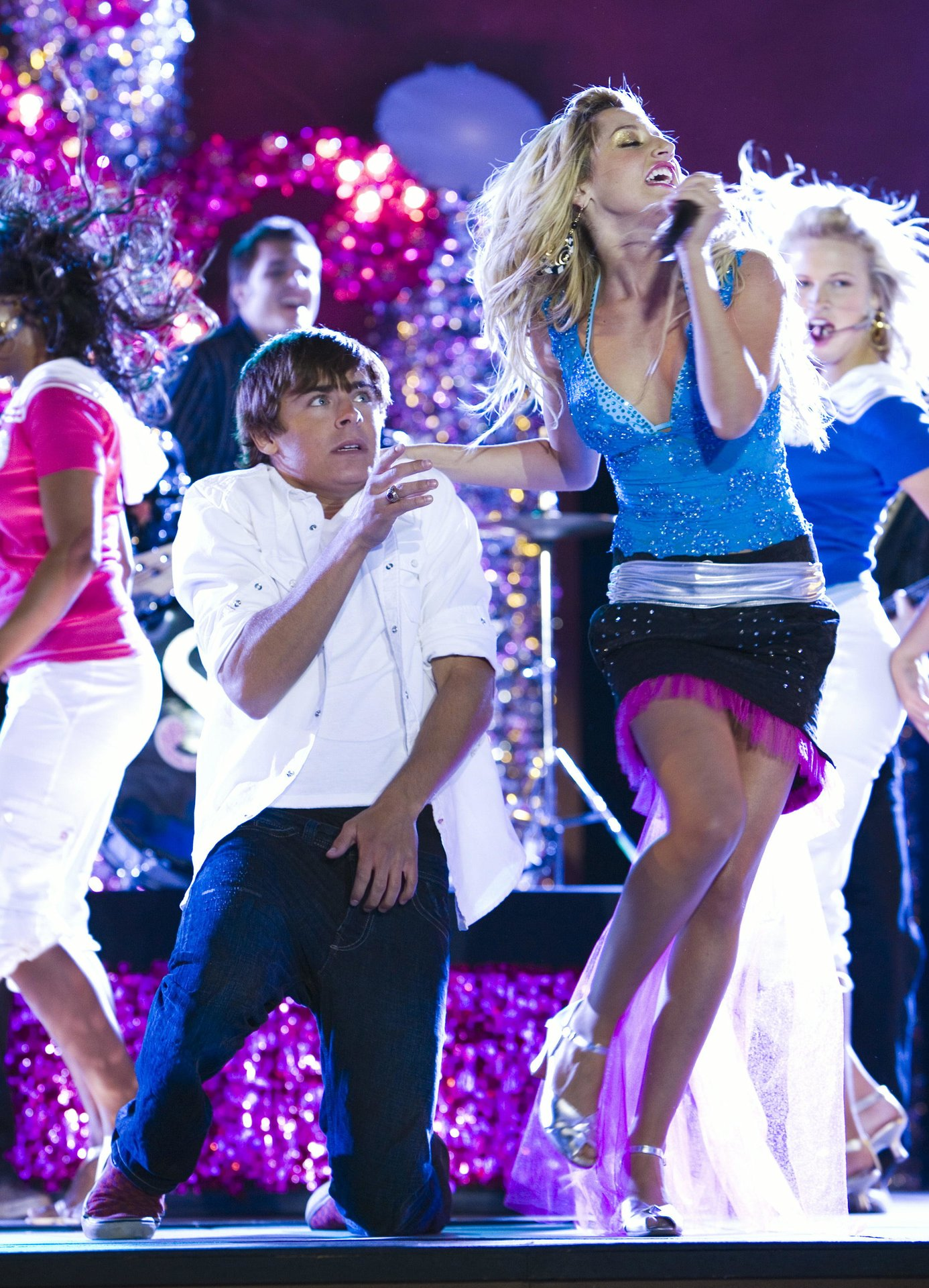 the music in me High school musical - you are the music in me (tradução) (música para ouvir e letra da música com legenda em português) troy: you are the music in me / it's living in all of us.