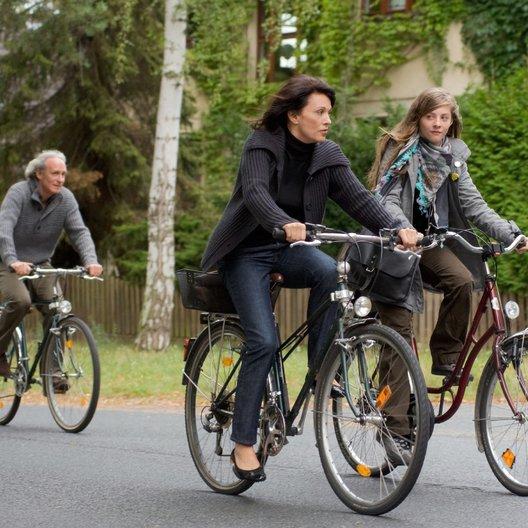 Meine Familie bringt mich um! (ZDF) / August Zirner / Iris Berben / Paula Kroh Poster