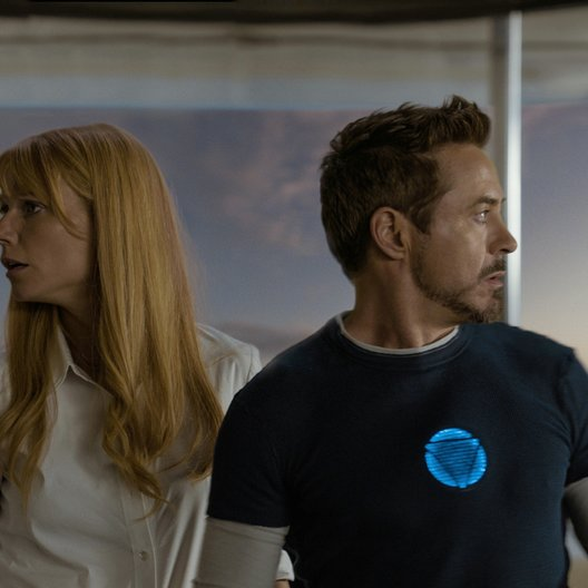 Iron Man 3 / Gwyneth Paltrow / Robert Downey Jr. Poster
