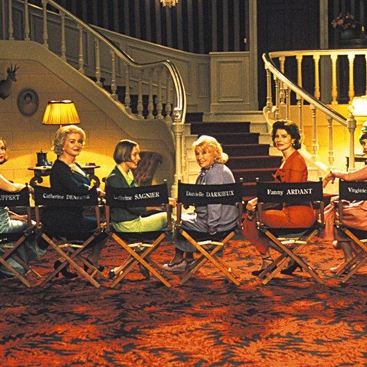 8 Frauen / Firmine Richard / Isabelle Huppert / Cathérine Deneuve / Danielle Darrieux / Fanny Ardant / Virginie Ledoyen / Emmanuelle Beart Poster