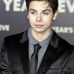 "Jake T. Austin / Filmpremiere ""New Year's Eve"" Poster"