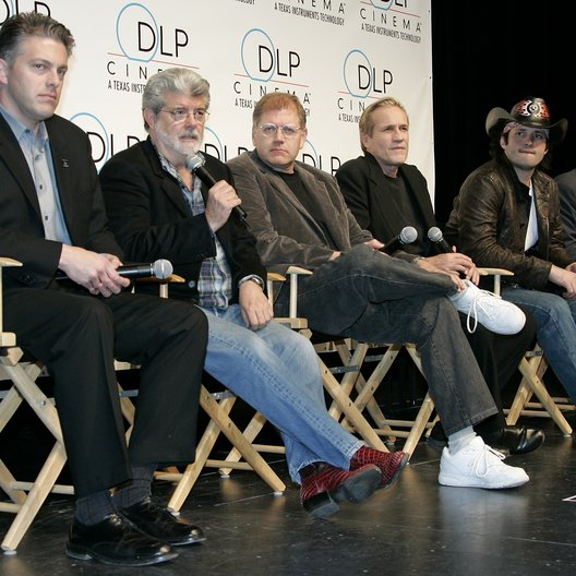 "Doug Darrow (Business Manager DLP Cinema) / George Lucas / Robert Zemeckis / Randal Kleiser / Robert Rodriguez / James Cameron / ""3D:New Dimensions In Digital Cinema"" / 31. ShoWest Awards 2005 in Las Vegas"