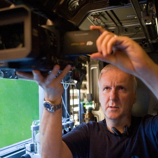 James Cameron mit einer Panasonic Kamera am Set von Avatar / Kooperation mit Panasonic Poster