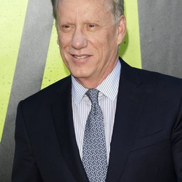 "James Woods / Filmpremiere ""Savages"" Poster"