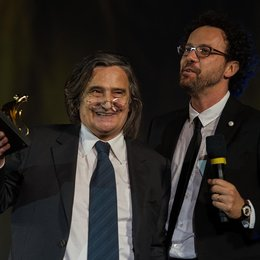 Ehrenpreisträger Jean-Pierre Léaud mit Festivalchef Carlo Chatrian Poster