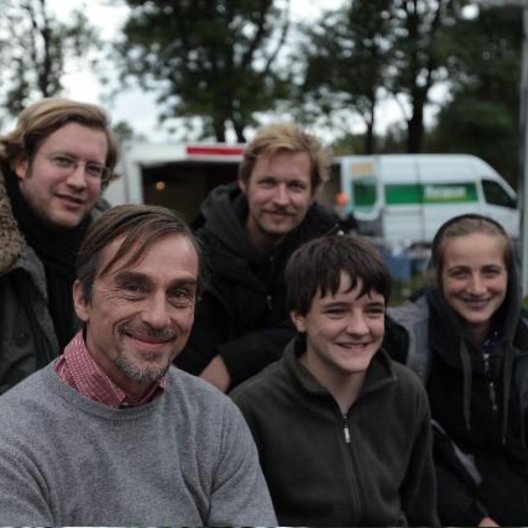 Sol Bondy, André Hennicke, Jan Speckenbach, Luzie Ahrens, Jenny Lou Ziegel (v.l.n.r.) Poster