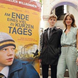 30. Filmfest München 2012 / Bavaria Film Empfang / Thomas Brodie-Sangster und jessica Schwarz Poster