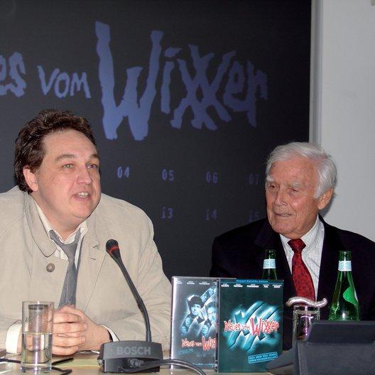 """DVD-Weltpremiere von """"Neues vom Wixxer"""" / Oliver Kalkofe und Joachim Fuchsberger präsentieren die """"Wixxer""""-DVDs Poster"""
