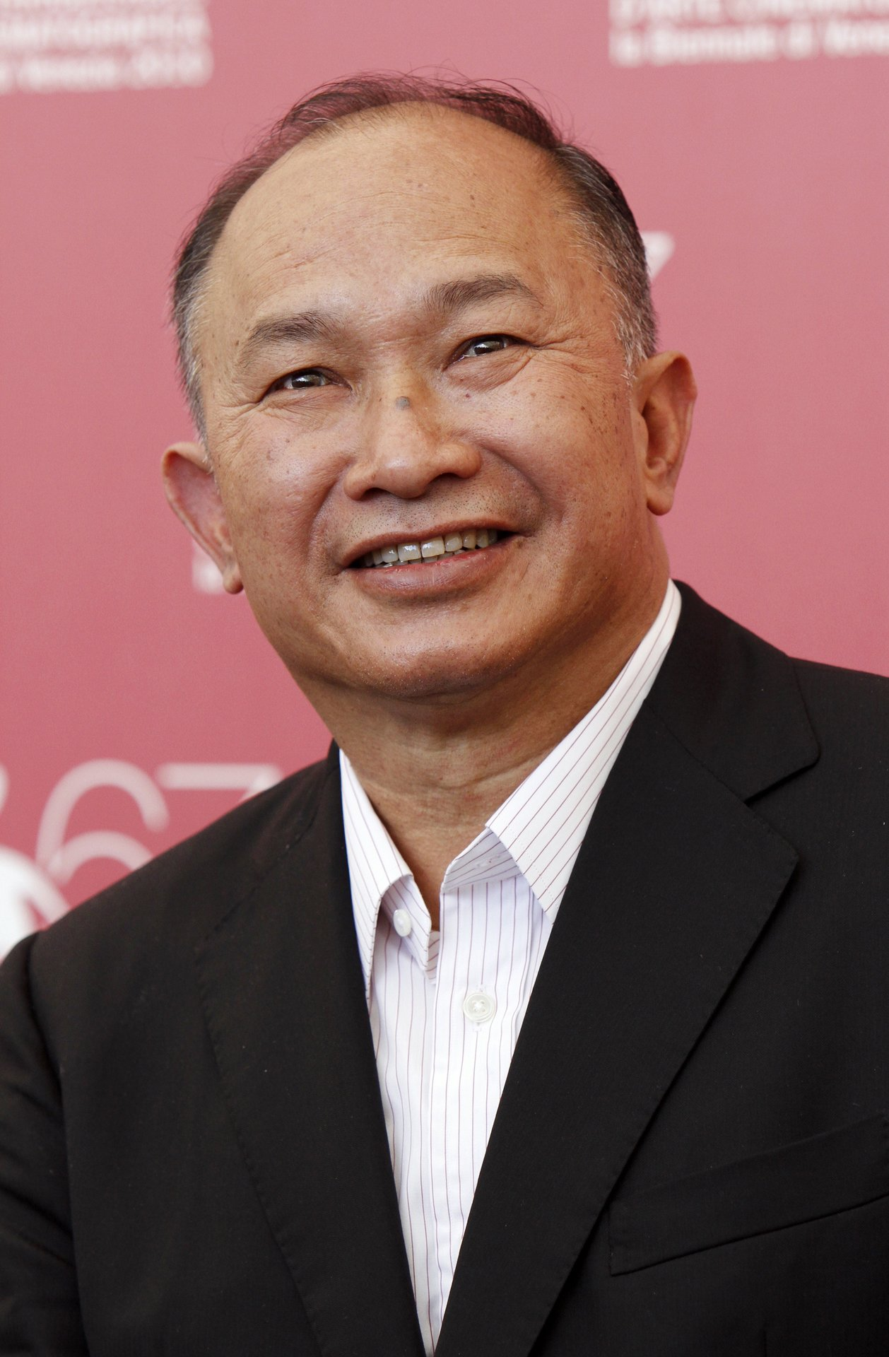 john woo John woo sbs (chinese: 吳宇森 born may 1, 1946) is a chinese-born hong kong film director, writer, and producer he is the owner of lion rock productions [3] he is considered a major influence on the action genre , known for his highly chaotic action sequences, mexican standoffs , and frequent use of slow motion.