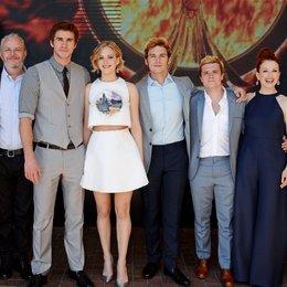 "67. Filmfestspiele Cannes 2014 / Photocall ""Tribute von Panem - Mocking Jay, Teil 1, Die"" / Francis Lawrence / Liam Hemsworth / Jennifer Lawrence / Sam Claflin / Josh Hutcherson / Julianne Moore / Festival de Cannes"