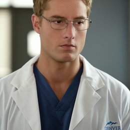 Emily Owens / Justin Hartley Poster