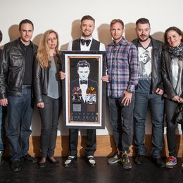 David Bucher (Promotion Manager), Simon Müller (Director Sales & Business Development) und Julie Born, Justin Timberlake sowie Andreas Schaupp (Head of Sales), Maurizio Dottore, Dominique Saudan und Anja Küng (v.l.l) Poster