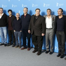 """The Monuments Men""-Team / Dohnányi, Justus von / Bonneville, Hugh / Leonidas, Dimitri / Balaban, Bob / Murray, Bill / Goodman, John / Clooney, George / Dujardin, Jean / Damon, Matt / 64. Berlinale 2014 Poster"