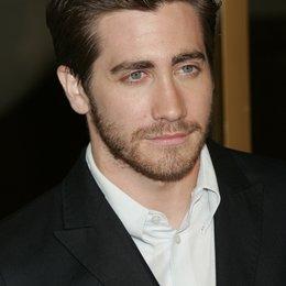 """Jake Gyllenhaal / Premiere von """"Brokeback Mountain""""at Mann's Village Theater, Westwood Poster"""