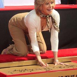 Jane Fonda verewigt ihre Hände und Füße / TCL Chinese Theatre / April 2013 in Hollywood Poster