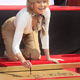 Jane Fonda verewigt ihre Hände und Füße / TCL Chinese Theatre / April 2013 in Hollywood Poster