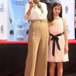 Jane Fonda verewigt ihre Hände und Füße / TCL Chinese Theatre / April 2013 in Hollywood / Viva Vadim Poster