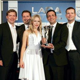 LARA - Der Deutsche Games Award 2009 / Stefan Weyl, Matthias Kolb, Preispatin Julia Dietze, Markus Malti und Christian Sauerteig Poster