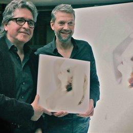 Michael van Droffelaar (links) und Kai Wiesinger zeigen ihr gemeinsames Kind Poster