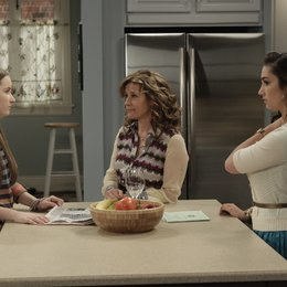 Last Man Standing / Nancy Travis / Kaitlyn Dever / Molly Ephraim Poster