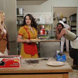 2 Broke Girls / Beth Behrs / Kat Dennings / Jonathan Kite Poster
