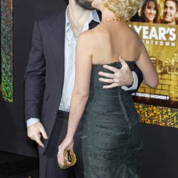 "Josh Kelley / Katherine Heigl / Filmpremiere ""New Year's Eve"" Poster"