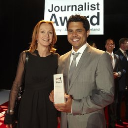 "Katja Flint gratuliert ""Journalist of the Year"" Benjamin Best Poster"