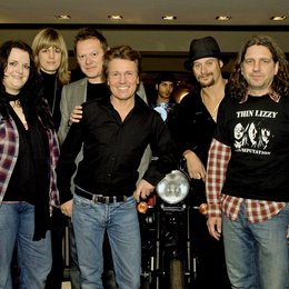 "Warner Music ehrte Kid Rock mit jeweils Platin für ""All Summer Long"" und ""Rock N Roll Jesus"" / Anke Schneider, Bettina Krings, Michael Brycz, Bernd Dopp, Kid Rock und Achim Karstens Poster"